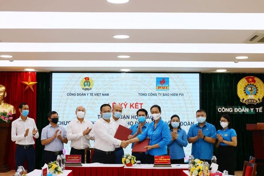 """Lễ ký kết Chương trình """"Bảo hiểm an toàn cho cán bộ Y tế trong giai đoạn phòng chống dịch Covid-19"""""""